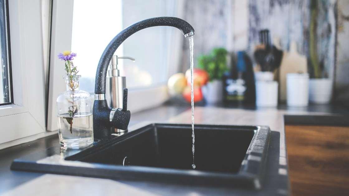 Faites installer ou réparer votre robinetterie par un professionnel !